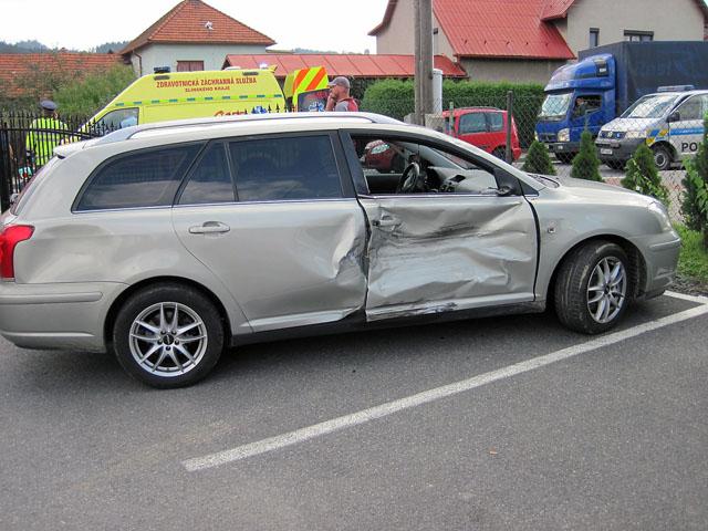 Bude-li řidič Toyoty uznán vinným, hrozí mu pro těžké ublížení na zdraví 4 roky vězení a zákaz řízení. (Foto HZS ZLK)