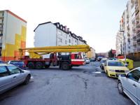 Na Kulturní hořel panelák – Zaparkovaná auta stopla hasiče