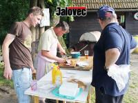 FOTOGALERIE: Semetín hostil fotbalové derby hokejistů Vsetína a Valmezu