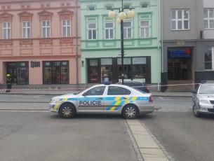 Policie pročesává spořitelny, anonym umístění bomby neupřesnil