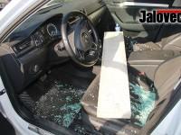 Kvůli peněžence zdemoloval auto