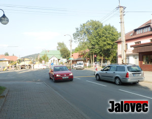 Cestu Hrozenkovem brzdí semafory. Oprava potrvá do srpna 2019