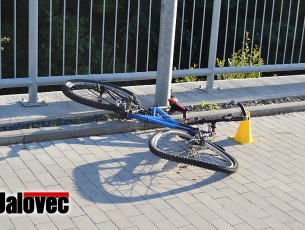 Cyklista naboural BMW a nadýchal 3,2 promile. Škoda 300 tisíc.