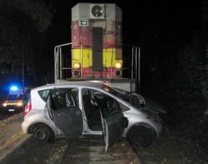 Řidička nerespektovala výstražné znamení – Skončila pod vlakem