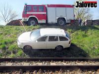 Auto ohrožovalo provoz vlaků
