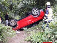 Řidička skončila v potoku. Policie žádá o pomoc!