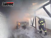 V Kloboukách hořel karavan. Pro muže musel vrtulník