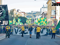 Fans slavili pochodem. Hokejové osmdesátiny se povedly