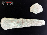 Jan Kubík nalezl vzácné relikvie. Přezku a sekyru z doby bronzové
