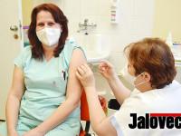 Vakcína už na Valašsku. První na řadu šli zdravotníci