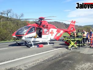Čelní střet v Ústí. Ženu ve vážném stavu transportoval vrtulník