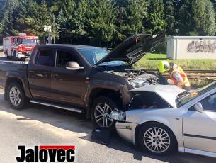 Nehoda ve Valmezu zabrzdila dopravu. Škoda 200 tisíc a dva zranění